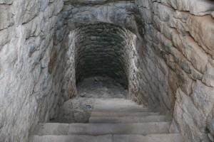 Taller infantil de construcció de pedra seca amb argila
