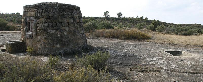 Ruta guiada per la pedra seca amb vehicle | Dia Mundial del Turisme @ Davant de l'esglésiaNova